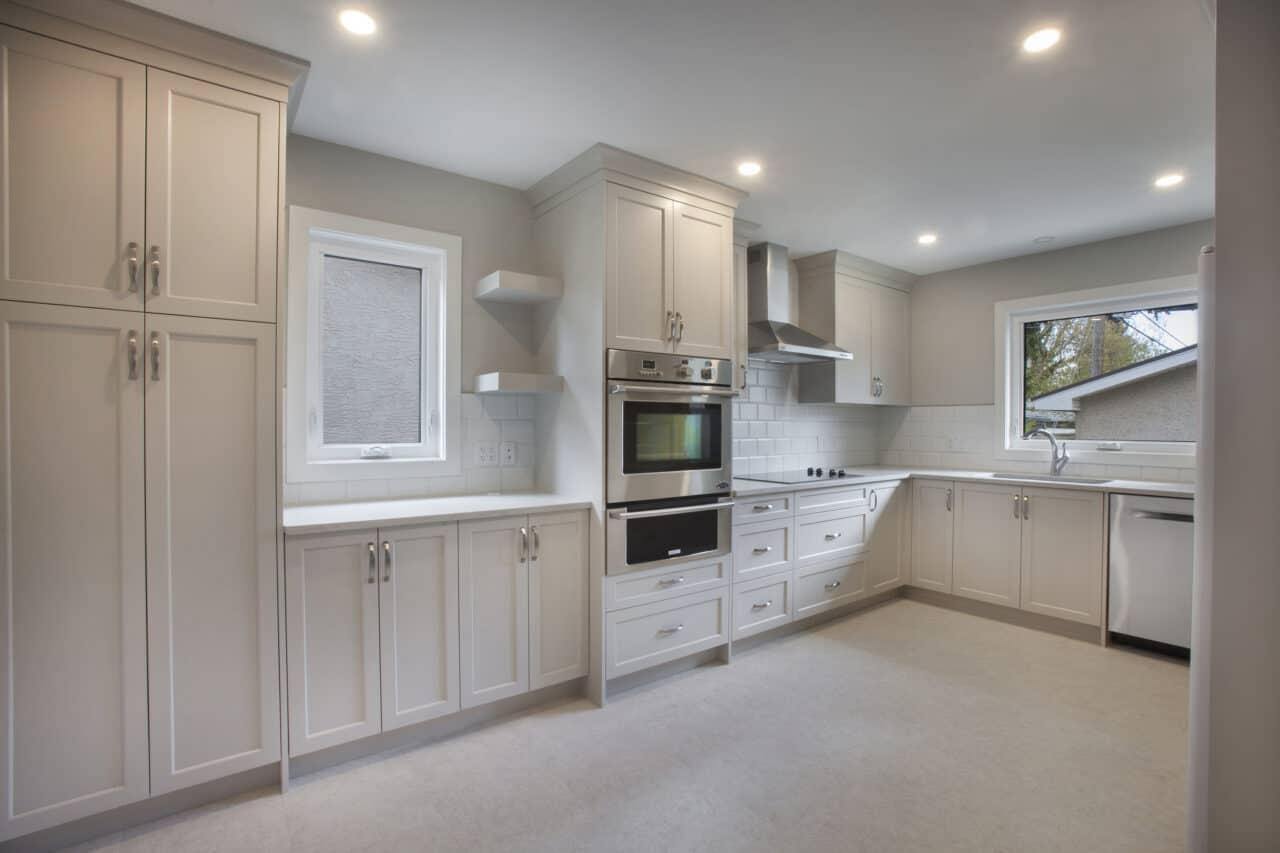 https://www.envisioncustomrenovations.com/wp-content/uploads/2021/03/Kitchen-4_resize-1280x853.jpg